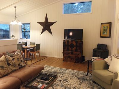Photo for Charming & Private Downtown Sonoma Cottage - Walk to Plaza!