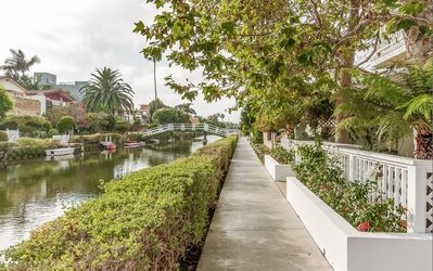 3 Bedroom Home On The Venice Canals, Two Blocks From The Beach, Rooftop Jacuzzi