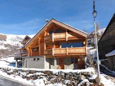 Photo for 4BR Chalet Vacation Rental in Huez, Auvergne-Rhône-Alpes