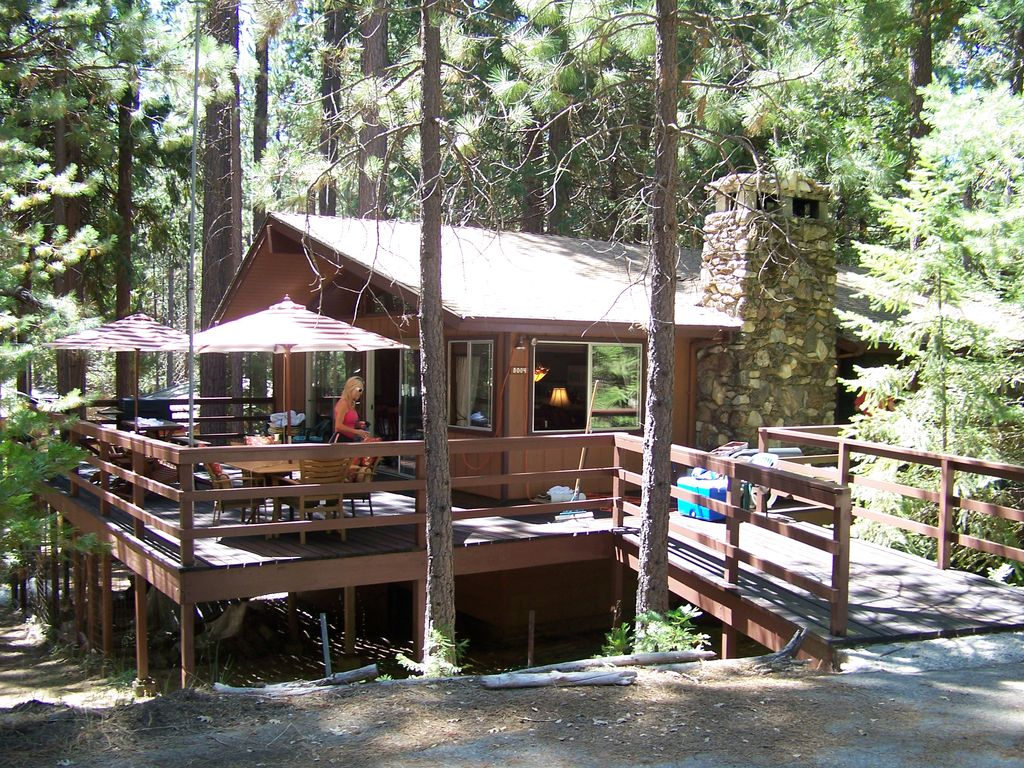 Hotels vacation rentals near yosemite valley usa trip101 for Cabins in yosemite valley