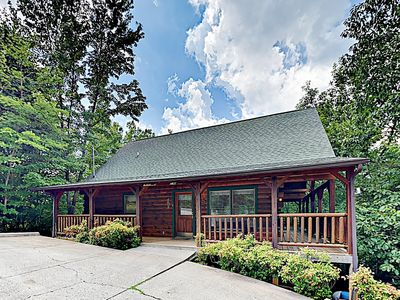 """Photo for Luxe """"Parkway Retreat"""" Cabin w/Deck & Hot Tub- Near Pigeon Forge & Gatlinburg"""