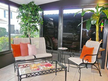 Centrally located condo w/ heated pool, hot tub & walk to Mackle Park