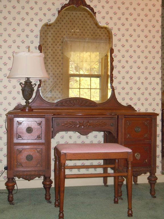 upstairs master bedroom dressing table