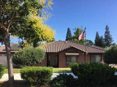 Photo for 4 Bedroom house minutes to downtown, wineries, golf course and more