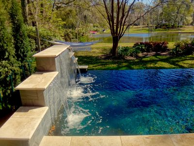 Lakefront Jewel: Infinity Pool, Minutes to Downtown, Beach, Golf & Boat launch