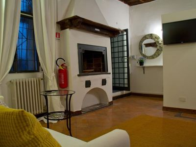 Photo for Campo de' Fiori apartment in Centro Storico with WiFi, integrated air conditioning & balcony.