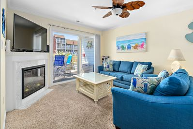 Spacious family room, fully-equipped kitchen, and dining area w/ seating for 8.