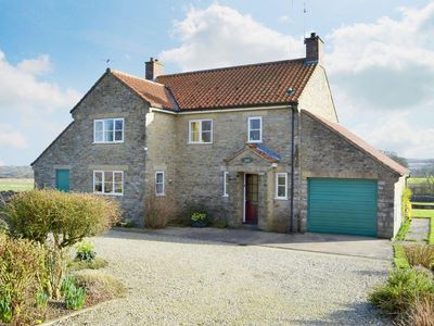 Photo for 4 bedroom property in Helmsley. Pet friendly.