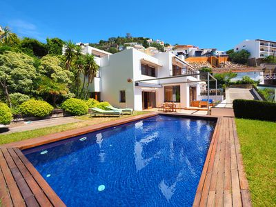 Photo for This 4-bedroom villa for up to 8 guests is located in Roses/Rosas and has a private swimming pool an