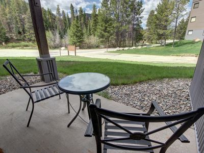 Photo for Mall 1413, walk to lake, Shuttle to slopes, King bed, Lodge and Spa pool access By SummitCove Lodging