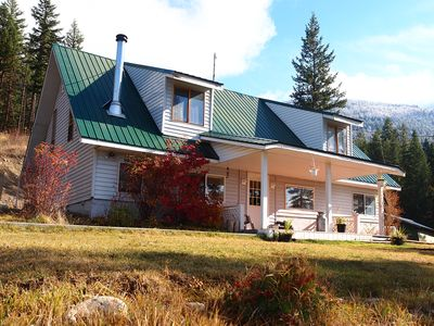 Photo for Queen and/or Twin acreage room, 4 hours to Jasper or Vancouver