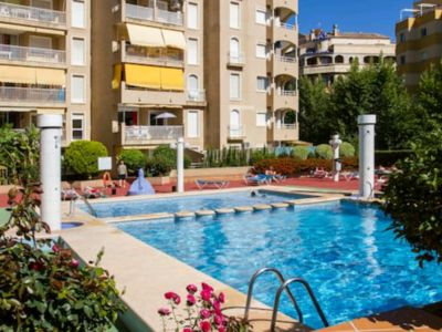 Photo for Perfect location, 2 pools, shops & beach!