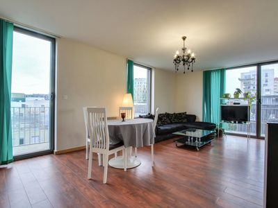 Photo for Bright private room with terrace in the City Center – Air Rental