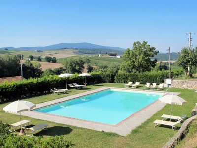 Photo for Lovely apartment in villa for 6 guests with pool, WIFI, TV and parking