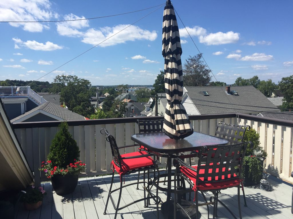 In Town 2 Bed Harbor View W/Lg private roof deck. 2 Off Street Parking Spaces