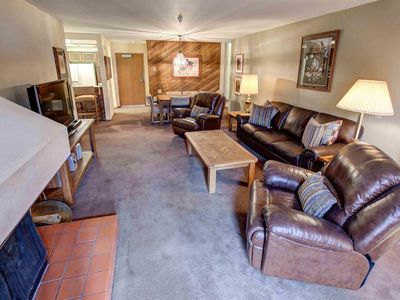 Photo for Condo w/ shared spa, jacuzzi, pool, BBQ & walk to Eagle Lodge (Family Friendly)