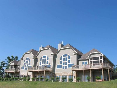 Lake area town home #4C with pool table, hot tub and seasonal state park access!