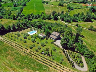 Photo for Charming Farmhouse in Chianti with private scenic pool