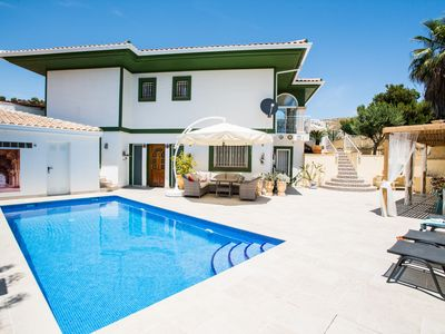 Photo for Guesthouse with private pool at Bonalba Golf & Spa Resort, Alicante