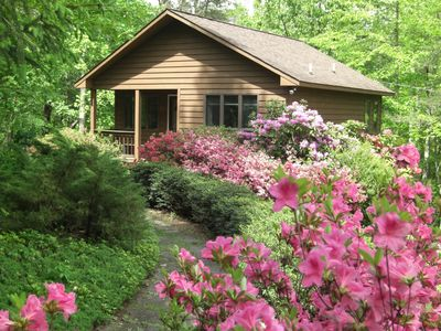 Photo for Secluded, Romantic Mountain Cabin for 2, fully equipped