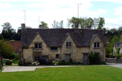 Enjoyable Listed Stone Cottages Bibury Download Free Architecture Designs Lukepmadebymaigaardcom