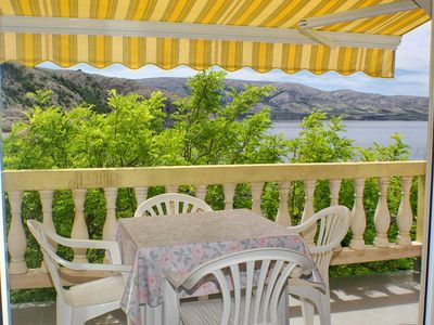 Photo for One bedroom apartment with terrace and sea view Metajna, Pag (A-4116-c)