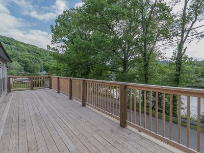Photo for Beautiful and newly renovated river front cabin in the heart of Confluence!