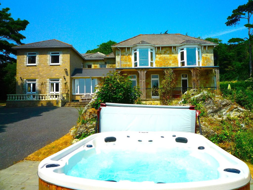 MANOR ON COAST WITH SWIMMING POOL HOT TUB BIG GAMES ROOM BAR SEA VIEWS