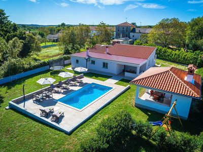 Photo for Charming villa with private pool, climate, WiFi, sun beds, terrace and grill
