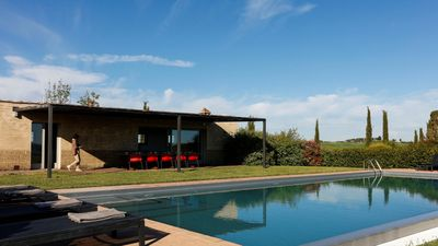 Photo for Panoramic villa with private pool and 360 ° spectacular Tuscan views near Siena