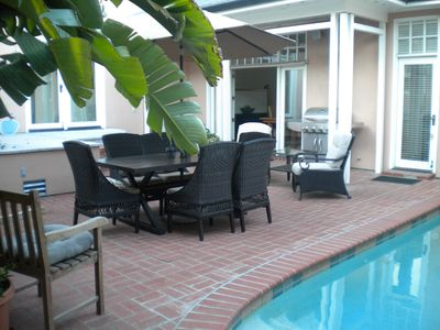 Pool, spa, & seating for dining & outdoor relaxation