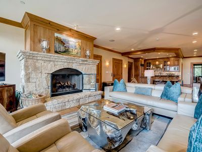 Photo for Platinum, Ski-in/out Horizon Pass condo; On-site pool, Hot Tubs, Gym, Views
