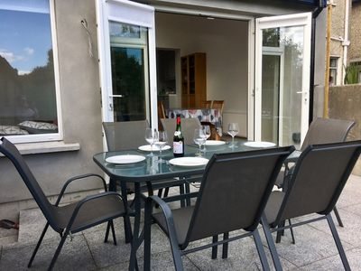 Photo for Modern family home, 10 mins to Airport 20 to City