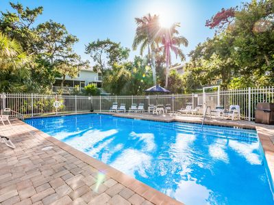 NBV 65: Heated Pool, 5 Minute Walk to Beach, Close to Shops and Restaurants!