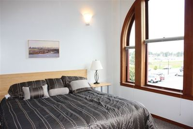 King sized bed and views of the marina ans Humboldt Bay