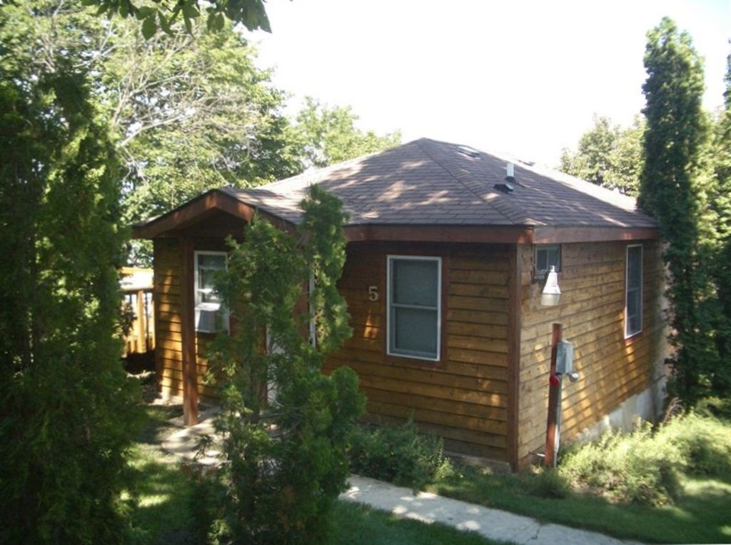 Two bedroom cottage with great lake views mcfarland for 5 bedroom cottages