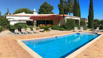 Large villa with spacious garden & private pool on a plot of 7000M2.