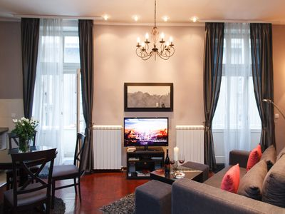 Fabulous one bedroom apartment with high ceilings & two balconies in the heart of the city