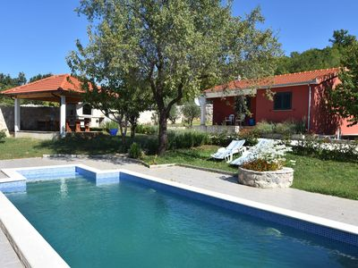 Photo for Ideal for 2 families; villa with swimming pool in the green hinterland of Split
