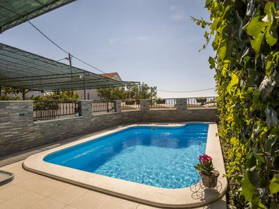 Photo for Holiday house with private outdoor swimming pool, family-friendly.