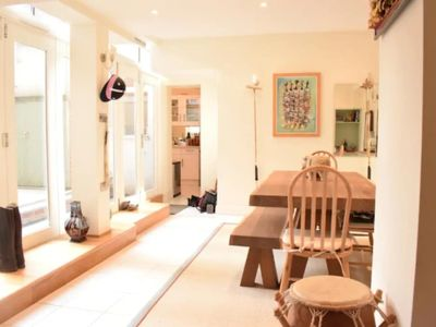 Photo for Spacious 2 Bedroom Apartment Near Notting Hill Gate