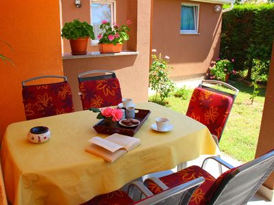 Photo for Cosy family app Eric overlooking the garden,  located in quiet area of Pula!