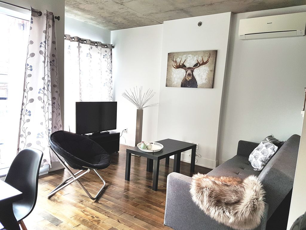 Condo meubl moderne et confortable pr s de l 39 ancien port for Meuble montreal griffintown