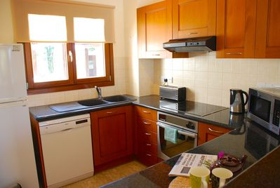 Fully equipped, modern kitchen with dishwasher