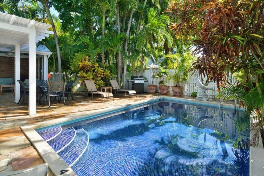 Key west dreamin 39 downtown location near duval street - Florida condo swimming pool rules ...