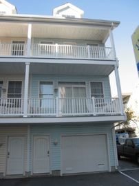 Dunes Edge 6 ~ Lovely and spacious 3 br/ 3 bath townhouse, just half block to the beach, and close to restaurants and shops. Will rent either full or mini weeks. RA128606