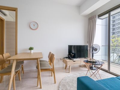 LUSH 2 BR DERBYSHIRE APARTMENT, NOVENA