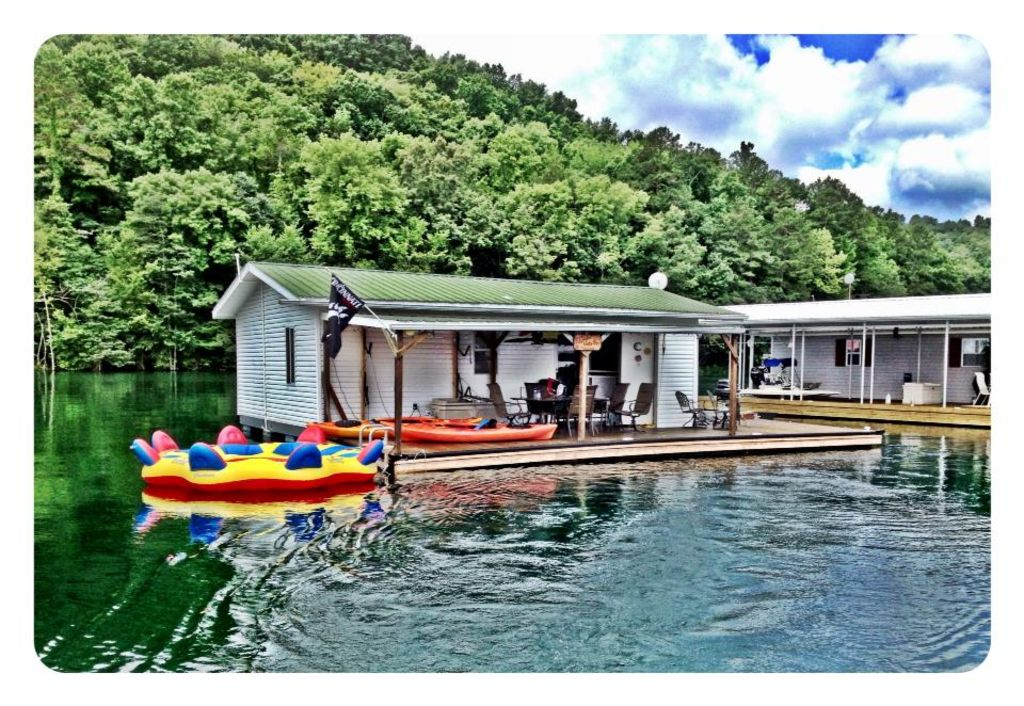Awesome Charming Floating House On Norris Lake La Follette Interior Design Ideas Greaswefileorg