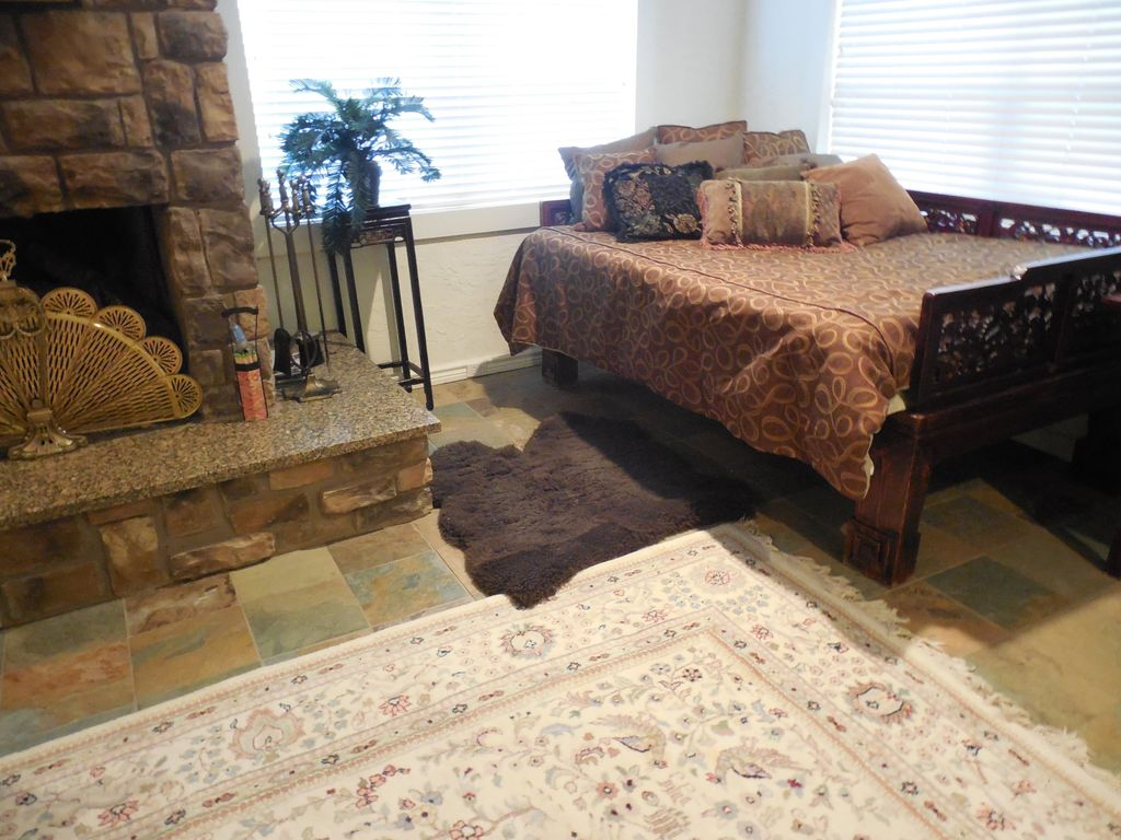 Beautiful Accommodations for Canton, Shopping, Romantic Weedkend Getaway, etc.