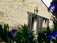 Beautiful old cottage with contemporary interior, set in a peaceful hamlet amongst vineyards.